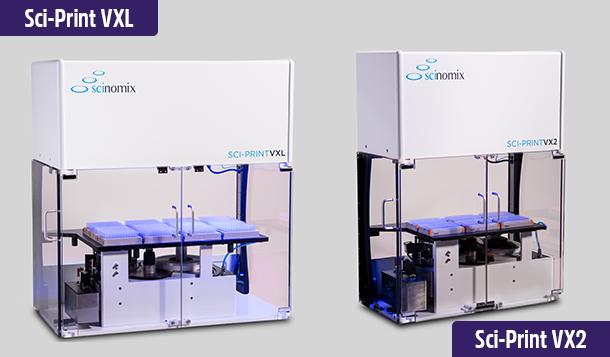 Scinomix Sci-Print VXL und Sci-Print VX2, vollautomatische Röhrchenetikettierer, die 12- bzw. 6-Röhrchengestelle aufnehmen.