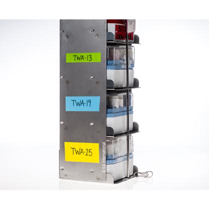 Kryo-Metallgestell für Flüssigstickstofftanks mit Kryoboxen und LabTAG-beschriftetem, kryogenem Farbband für Metalloberflächen.
